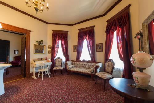 Grand Victorian Inn - Park City, KY 42160