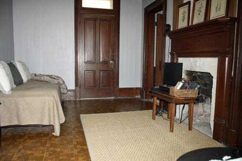 Markward Manor Bed And Breakfast Inn - Lampasas, TX 76550