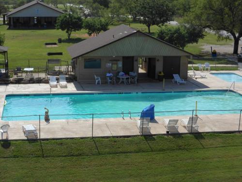 Bay Landing Camping Resort Cabin 22 - Bridgeport, TX 76426