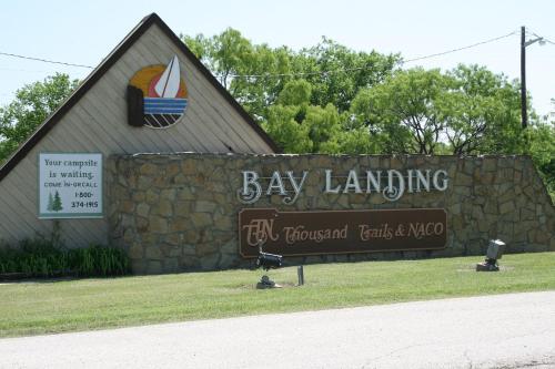 Bay Landing Camping Resort Cabin 17 - Bridgeport, TX 76426
