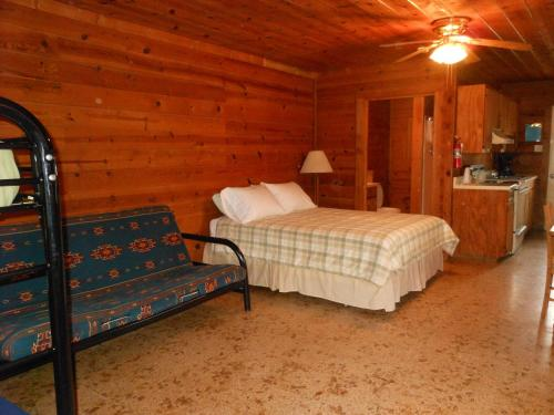 Bay Landing Camping Resort Cabin 21 - Bridgeport, TX 76426