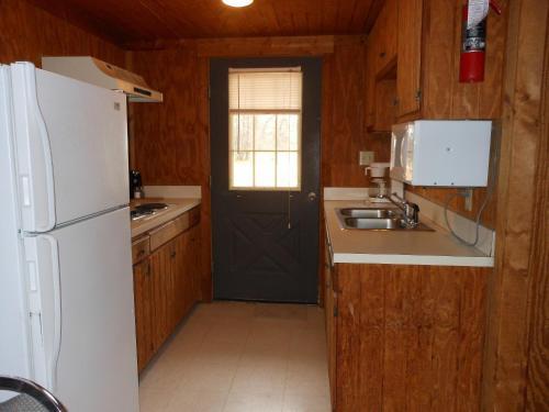 Bay Landing Camping Resort Cabin 8 - Bridgeport, TX 76426