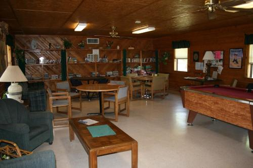 Bay Landing Camping Resort Cabin 15 - Bridgeport, TX 76426