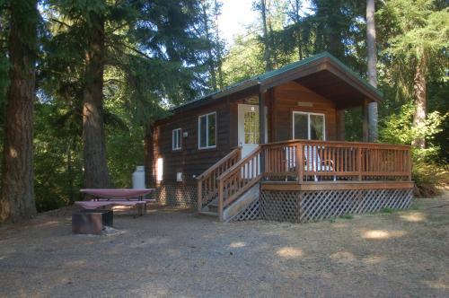 Chehalis Camping Resort Studio Cabin 4