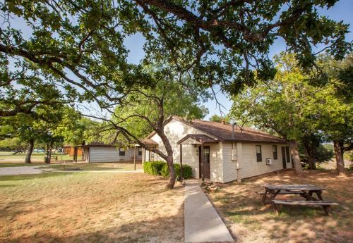 Bay Landing Camping Resort Cabin 2 - Bridgeport, TX 76426