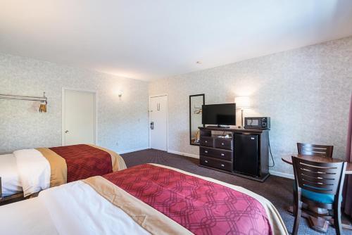 Econo Lodge Lee - Great Barrington Photo