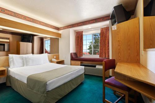 Microtel Inn & Suites by Wyndham Albuquerque West Photo