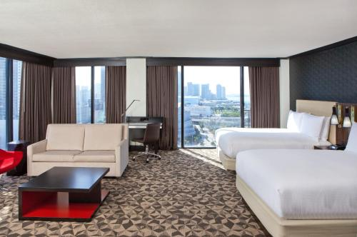 Hilton Miami Downtown Photo