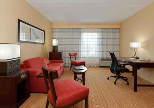 Courtyard By Marriott Chicago Midway Airport Hotel Bedford Park In Il