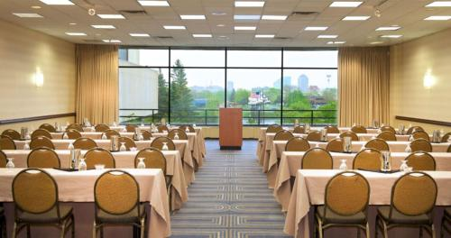 Restaurants Near Hilton Hotel Minneapolis Mn