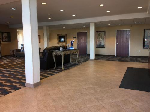Microtel Inn & Suites by Wyndham Indianapolis Airport photo 7