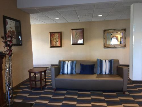 Microtel Inn & Suites by Wyndham Indianapolis Airport photo 13