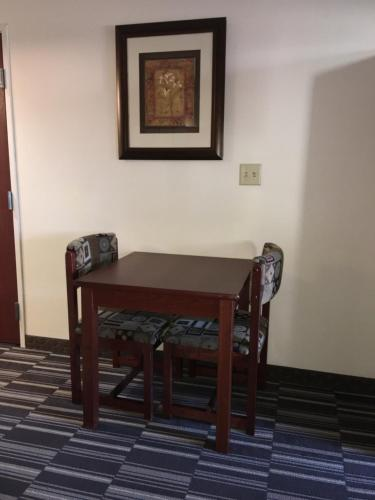 Microtel Inn & Suites by Wyndham Indianapolis Airport photo 16