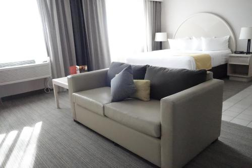 Country Inn & Suites by Radisson, Sidney, NE Photo