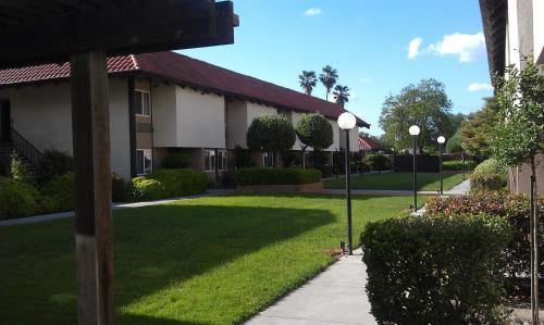 Ramada University Fresno Photo