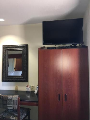 Microtel Inn & Suites by Wyndham Indianapolis Airport photo 23