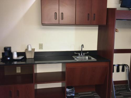 Microtel Inn & Suites by Wyndham Indianapolis Airport photo 40