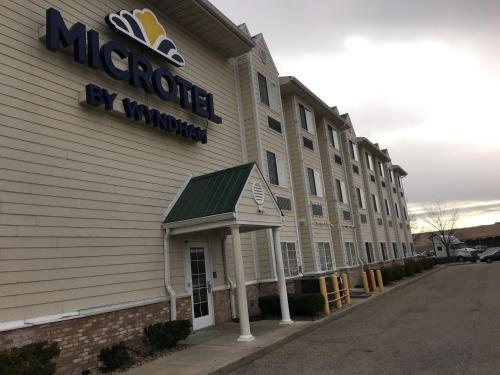 Microtel Inn & Suites by Wyndham Indianapolis Airport photo 46