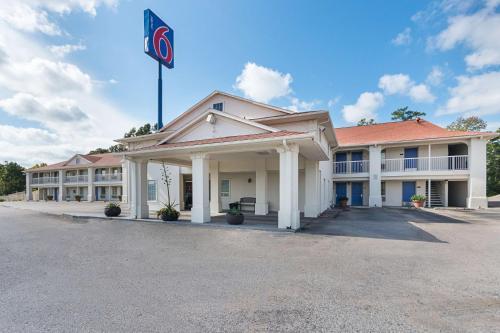 Motel 6 Livingston Texas