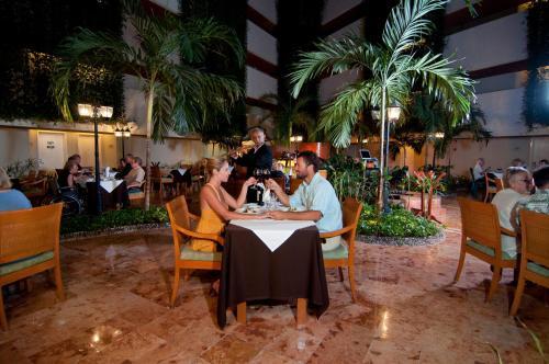 Sunset Royal Beach Resort - All Inclusive Photo