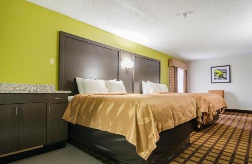 Quality Inn Raeford Photo