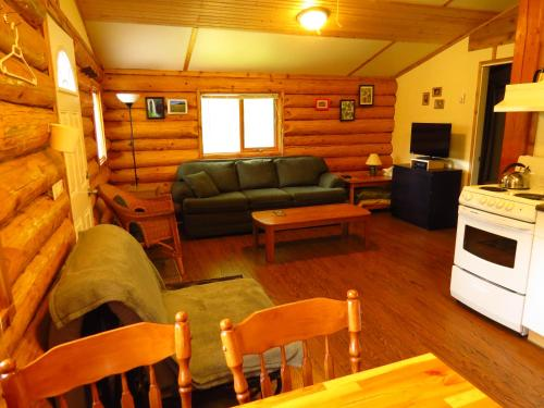 Cedar Haven Cabins And Resort - Clearwater, BC V0E 1N1