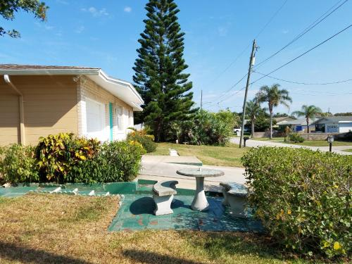 Cute Bungalow Near The Beach And River With Private Pool