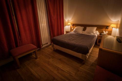 Central hotel h tel 203 boulevard voltaire 75011 paris for Hotel rue de la roquette