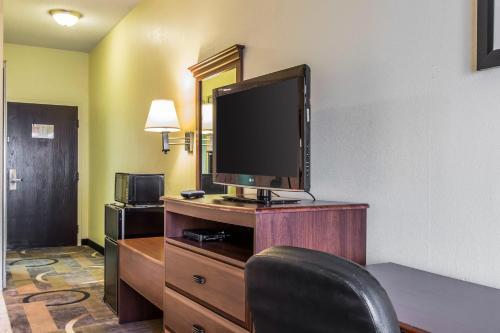 Quality Inn & Suites Memphis Photo