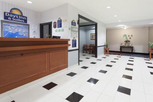 Days Inn & Suites Cambridge Photo