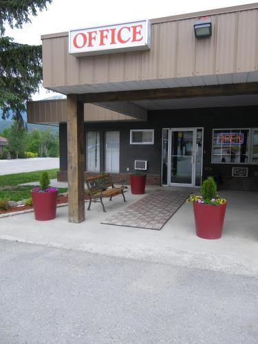 Selkirk Inn - Golden, BC V0A 1H0