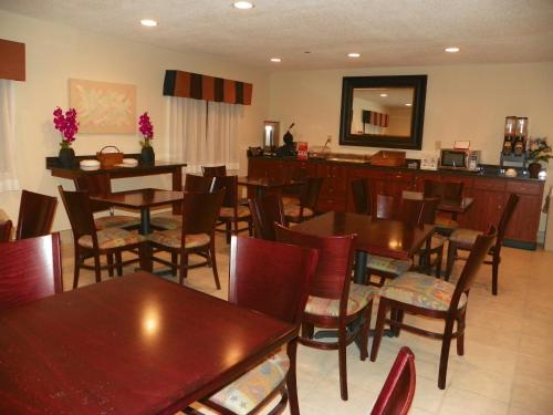 Royalton Inn & Suites Upper Sandusky