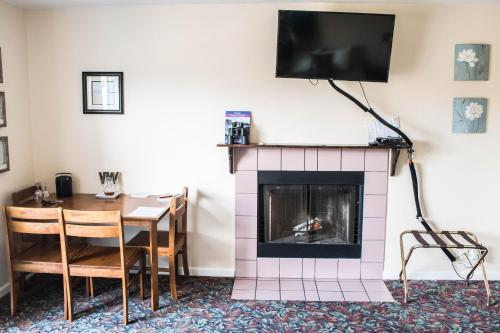 Depoe Bay Inn Photo