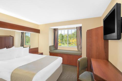 Microtel by Wyndham Bentonville Photo