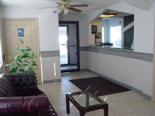 Garden Inn & Suites - Rockmart, GA 30153
