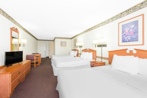 Days Inn and Suites Marshall Photo