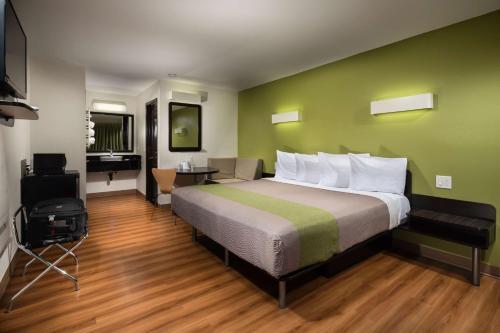 Motel 6 Canoga Park Photo