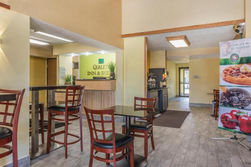 Quality Inn & Suites Harmarville Photo