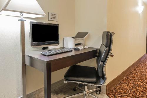 Quality Inn & Suites Harmarville