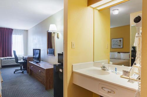 Rodeway Inn & Suites Blanding Photo