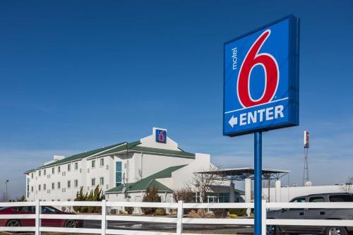 Motel 6 Dale - Dale, IN 47523