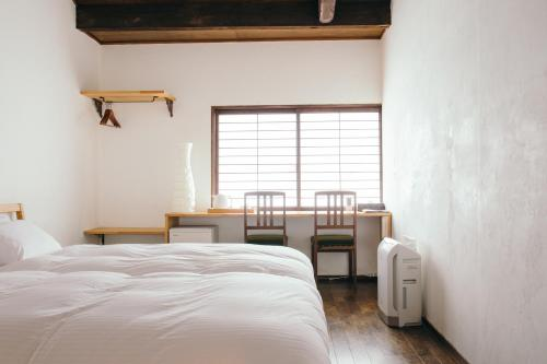 Cinq Petite Chambre