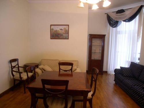 HotelKievRent apartment Lva Tolstogo sq.