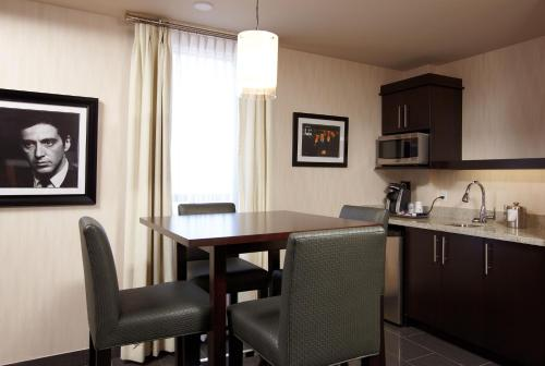 Best Western Premier C Hotel By Carmens - Hamilton, ON L8W 3P9