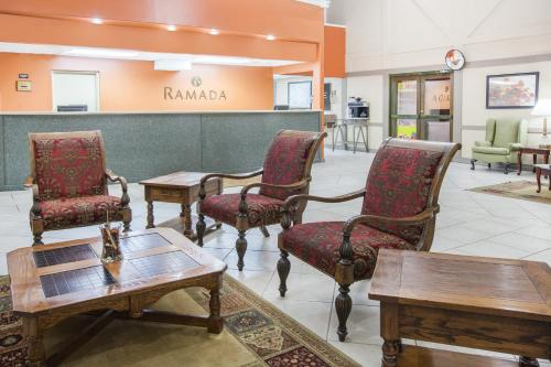 Ramada By Wyndham Mountain Home - Mountain Home, AR 72653