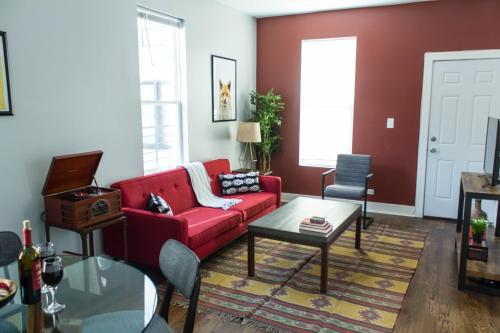 Two-bedroom On W Barry Avenue Apt 1r