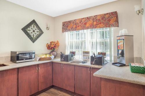 Microtel Inn and Suites - Salisbury Photo
