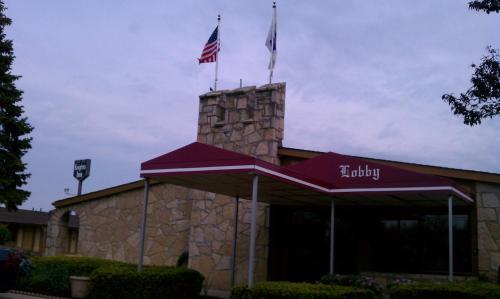 Knights Inn Toledo West Photo