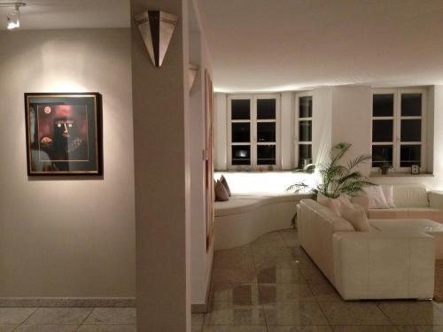 Fine Art Apartment photo 9