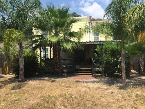 Hals Hideway #1 - Galveston, TX 77550